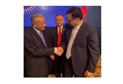 Mr Mahathir Bin Mohamad Honourable Prime Minister of Malaysia congratulating Dr Sanjiv Goenka in Kuala Lumpur on 29th April 2019 on being awarded The Asian Leadership Award 2019