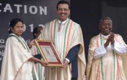 Dr Sanjiv Goenka with Smt Mamata Banerjee Honourable Chief Minister of West Bengal